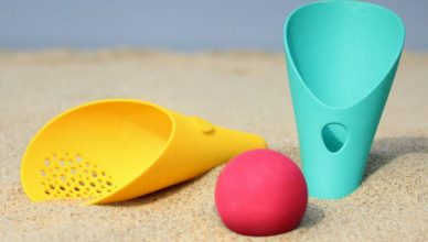 Quut cuppi sand water ball toy